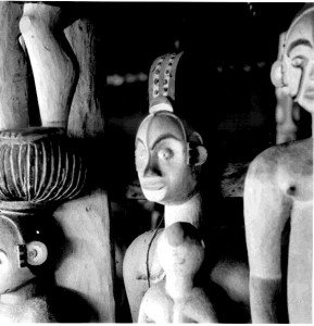 Figures in Obu (close-up) Amogudu, Abiriba