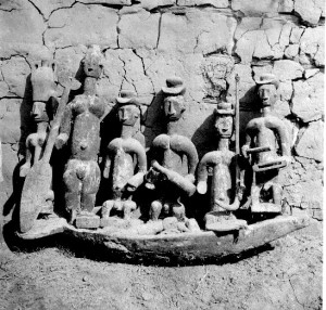 Canoe with figures Abiriba