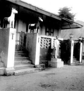 House in Owerri Figure of a motor transport magnate and symbols of his (horse) power